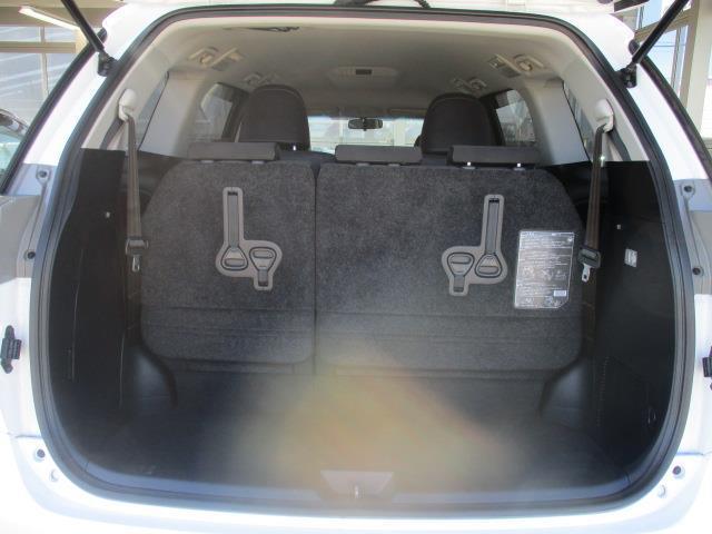 ハッチバックを開ければ広い荷室スペースがあります。