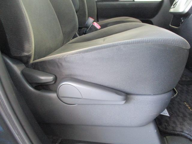 シートリフターは運転席のシートの高さを調節できる機能です。身長の低い女性や広い視野を確保したい場合に役立ちます!車は一人一人の大切な空間!快適で、かつ安全なドライブを楽しみたいですね♪
