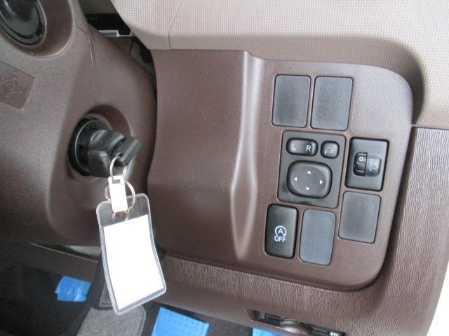 カギを置いたままで始動できるスマートキー付です。
