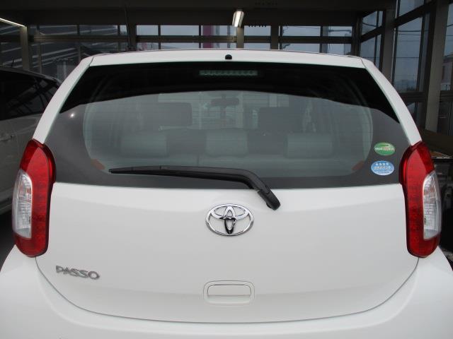 リヤワイパー付き雨の日の後方視界良好・ハイマウントストップランプ付き後続車に停車を知らせます。
