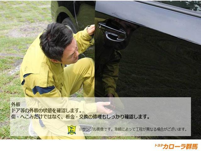 【車両検査】傷や凹みのチェックはもちろん、板金・交換もチェックします。