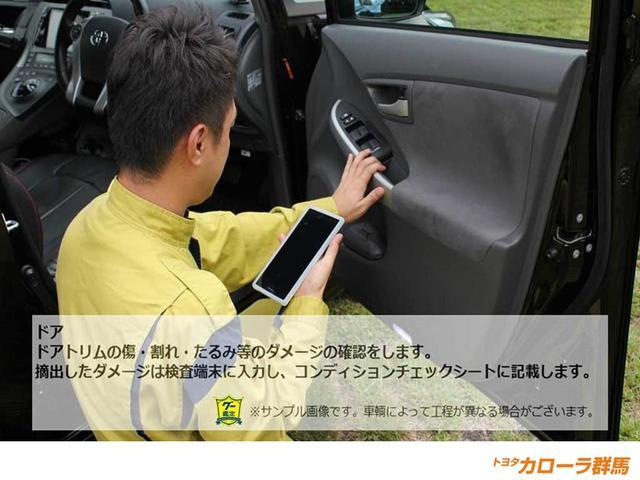 【車両検査】傷・たるみなどがないかチェックします。