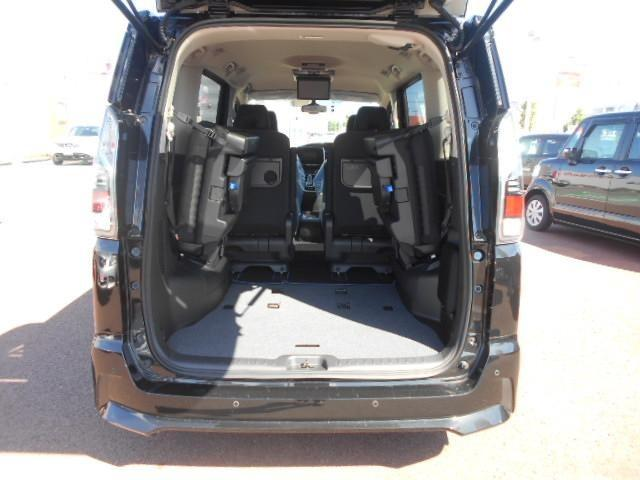 サードシートを倒すとこのようにスペースが取れます!