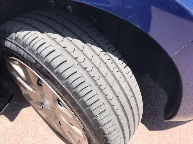 タイヤ溝、多く残っています☆