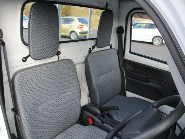 運転席・助手席のシートはリクライニングできません