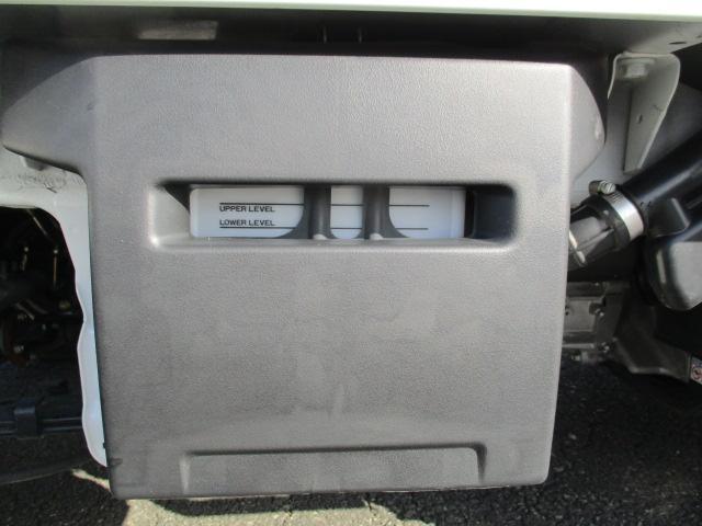バッテリーは荷台下についています