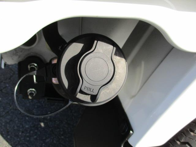 ガソリンの給油口を開けるには鍵が必要です