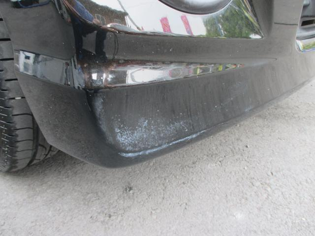 フロントパンバーに塗装の傷みがあります。
