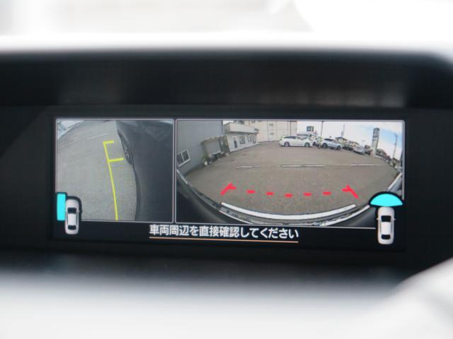 フロント、サイドカメラの映像を確認できます。