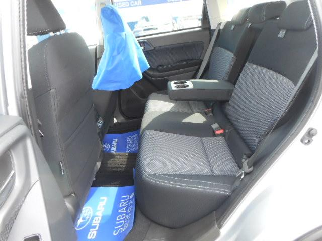 セカンドシートも広々となっています。これなら長時間のドライブでも疲れにくくなっています。