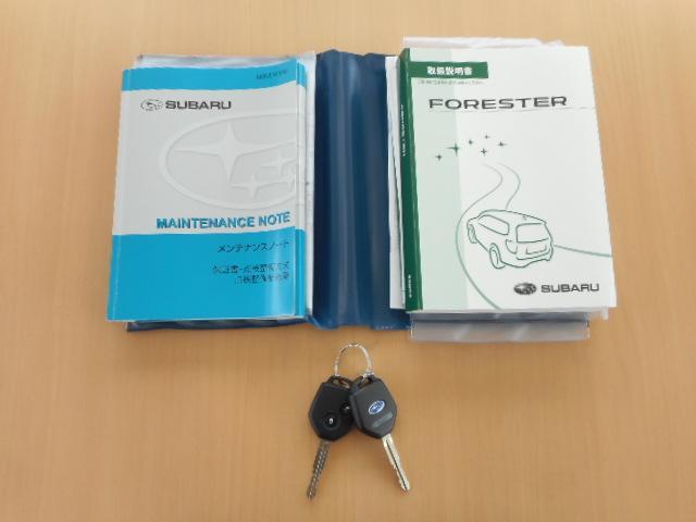 取扱説明書やメンテナンスノートが載っていますので安心して乗って頂けます。またキーレスも2個付いておりますので片方紛失しても大丈夫です。