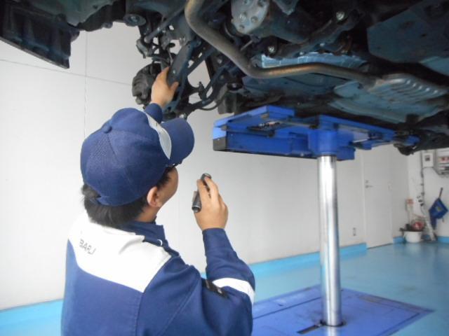 足回りも点検を行いブッシュ類(ゴムの消耗品)が裂けていたりすると交換の対象になり納車前に交換します。