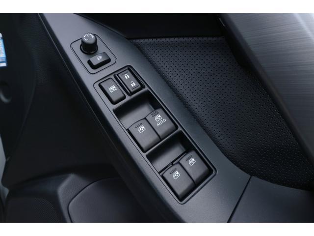 運転席側ドアには、各窓・ドア・ドアミラーの操作スイッチがございます。