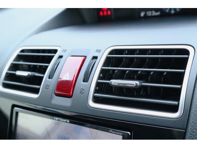 エアコンは左右独立式。助手席に暑がり・寒がりの方が乗られていても快適な車内環境をご提供!