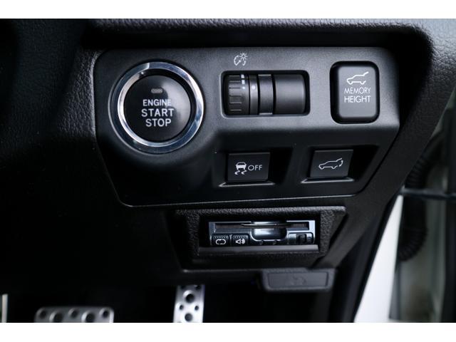 プッシュスタート車です。カバンから鍵を出し入れすることなく、プッシュボタンでエンジンスタート!
