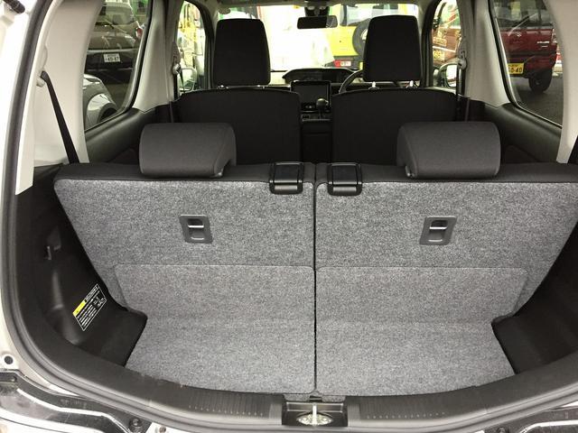 【4名乗車+少しの荷物】後部座席を立てた状態での収納スペースです。普段のお買い物程度の荷物はここで十分です。
