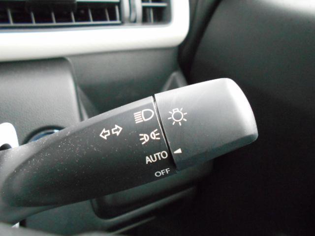 オートライトシステム採用で周囲の明るさに反応してヘッドライトを点灯/消灯してくれます。また、消し忘れの心配もございません。