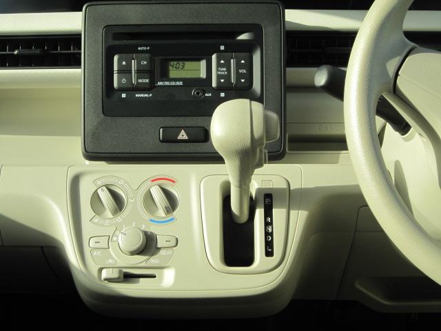 シフトレバーはインパネに設置されています。扱いやすいストレートタイプの設計です。