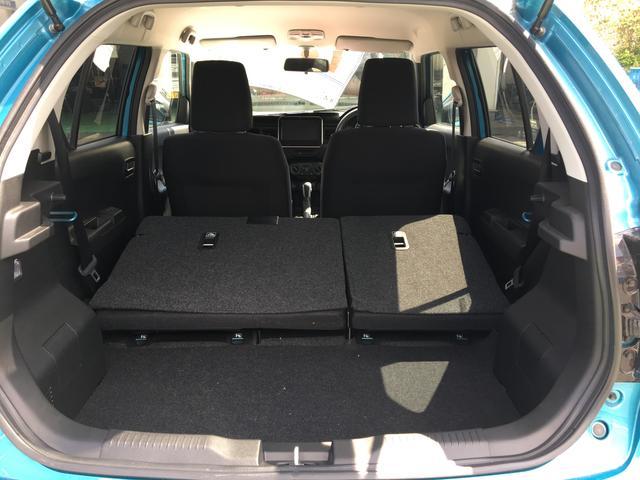 シート上部のレバーを引けば簡単にシートを倒すことができます。大荷物でも対応ができます。