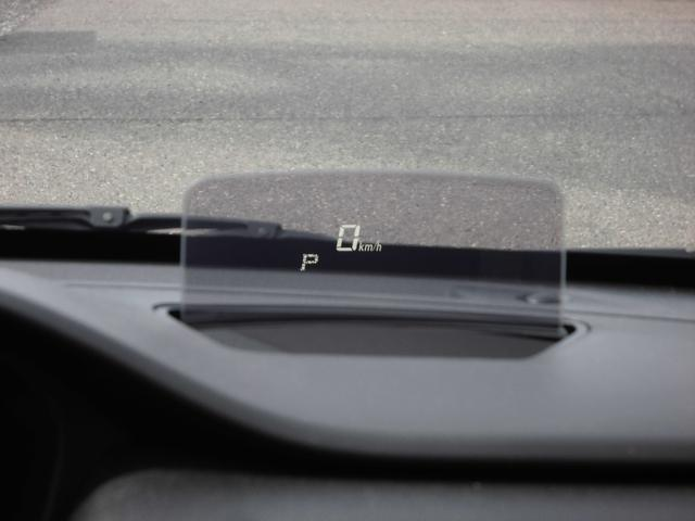 車速やシフト位置・警告などの情報を表示してくれます。