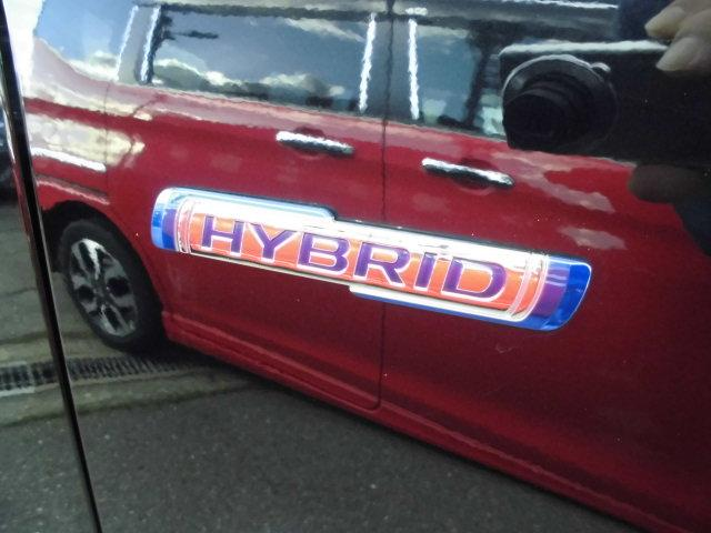 燃費に大きく貢献しているハイブリッド!アイドリングストップからの再始動も本当に静かです。
