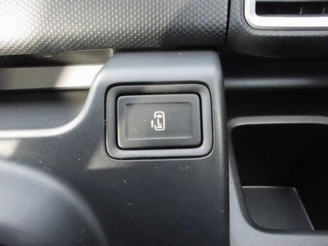 後部左側のスライドドアは、運転席に座りながらでもスイッチで開閉が可能です。