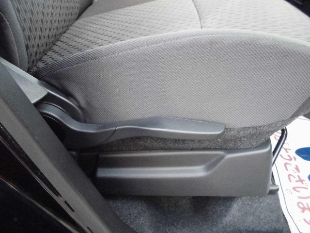 シートリフターも付いておりますので座面をお好みの高さに調整可能です。