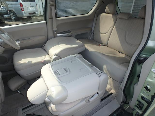 助手席シートバックテーブルは様々な使い方が可能で便利です。
