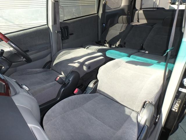 2列目と3列目のシートはフルフラットが可能ですので車内での休憩も快適です。