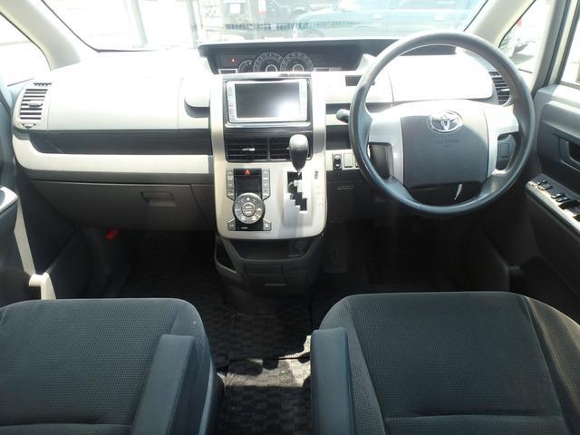 トランス-X タープ/マット付車中泊仕様車 デッキボード 5人乗り4ナンバー登録可 ダブルエアコン 純正HIDヘッドライト ナビ ワンセグテレビ DVDビデオ再生 ETC車載器 Wエアバッグ ABS(3枚目)