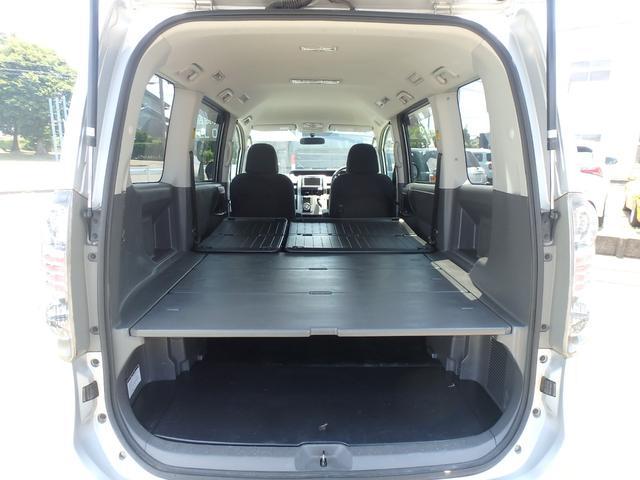 トランス-X タープ/マット付車中泊仕様車 デッキボード 5人乗り4ナンバー登録可 ダブルエアコン 純正HIDヘッドライト ナビ ワンセグテレビ DVDビデオ再生 ETC車載器 Wエアバッグ ABS(8枚目)