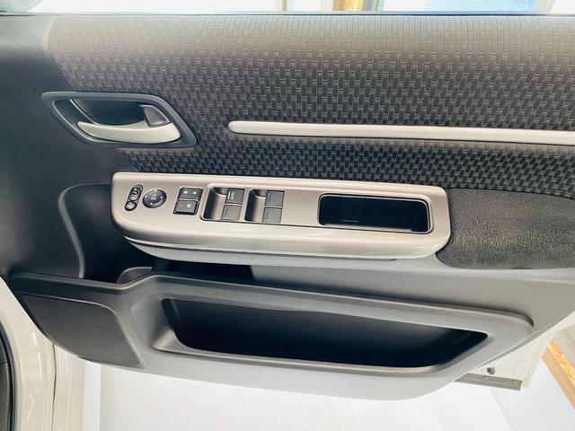 スパーダ ホンダセンシング 福祉車両 サイドリフトアップシート 車線逸脱 横滑り防止装置 ナビTV オートエアコン バックカメラ 両側電動SD 禁煙 オートライト DVD スマートキー フルセグ ETC Wエアコン ABS(19枚目)