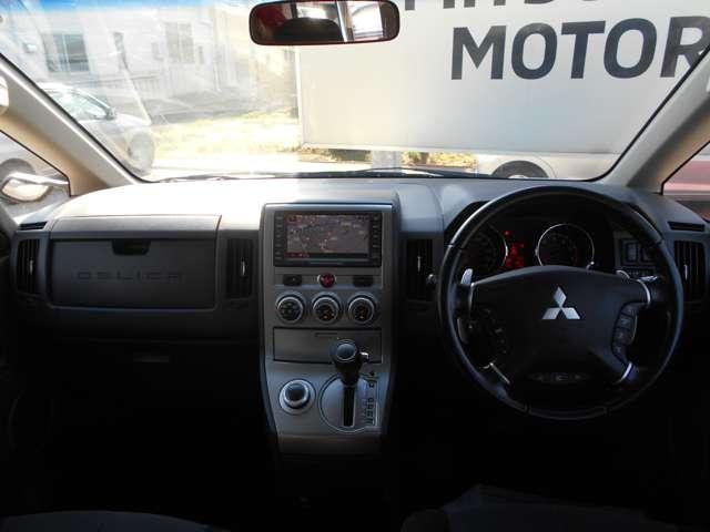 G ナビパッケージ 4WD 純正HDDナビ バックカメラ 純正アルミ 両側パワースライドドア スマートキー 横滑り防止装置 盗難防止システム 3列8人乗り エアバッグ(9枚目)