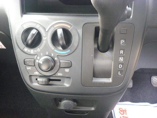 シンプル・簡単操作のマニュアルエアコン!エアコンの状態ももちろんOK! CVT(無段階変速)を搭載。変速ショックが無く加速がとってもスムーズです!エンジン負荷を抑えて、低燃費を実現しています