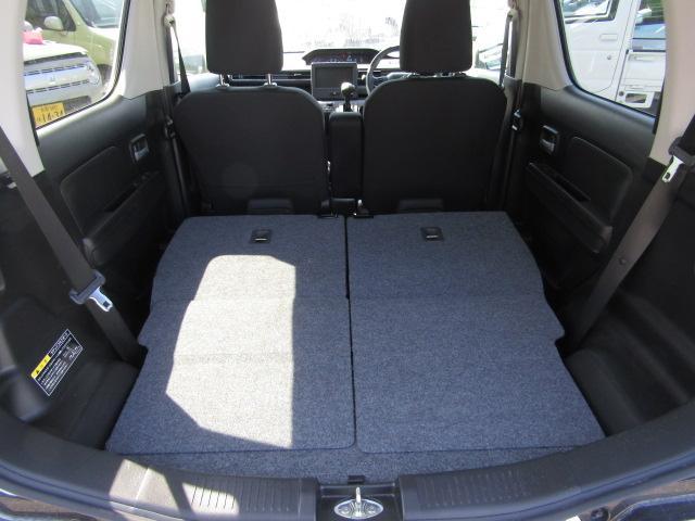 後席のシートを倒すと荷室スペースが更に広く!段差がないので使っていただきやすいです♪