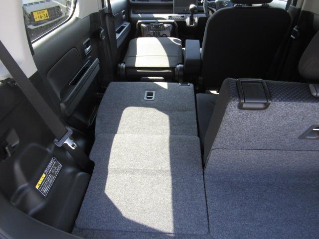 助手席は簡単にフラットにすることができますので、長さのある荷物でも平気で運ぶ事ができますよ!