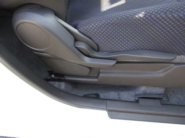 座ったままレバーを引くだけで、軽い力でもシートの高さを調節できる、【ラチェット式リフター】を採用しています。女性の方でもちょうど良い高さに調節OK!