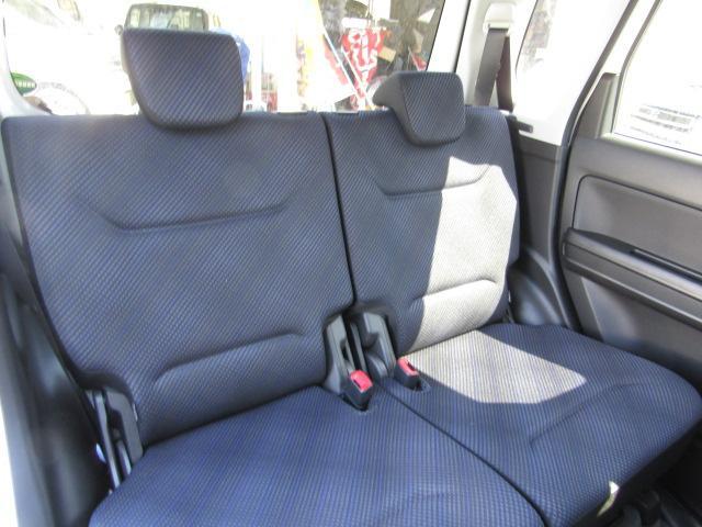 後席のリクライニングの角度が大きく、くつろぎの空間にもなります!