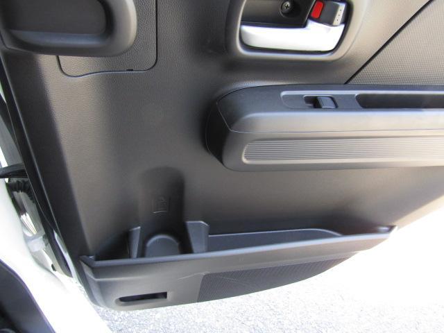 後席両ドアにリンクホルダーを設置。簡単に手が届くから使いやすいです。