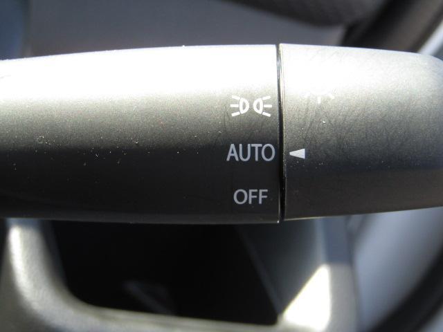オートライト機能付で暗くなると、自動でライト点灯します。便利ですよ。