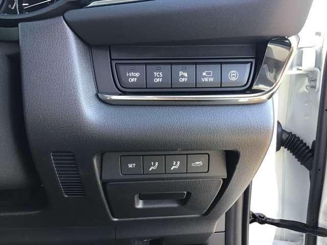 運転席でもリアゲート操作可能です。
