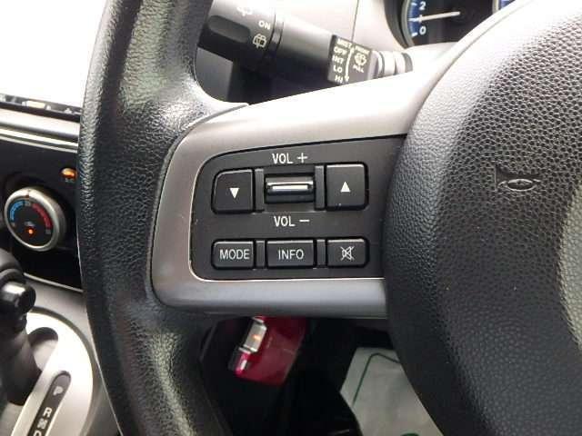 ☆ステアリング左側には、オーディオリモートコントロールスイッチ、が備わっております。☆