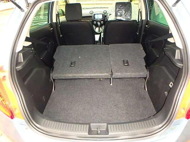 ☆後席シートバックを倒せば、このように広大なスペースが生まれます。☆