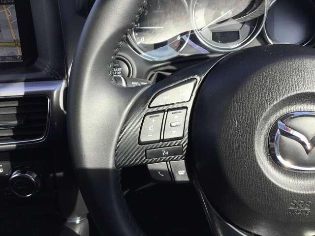 ご覧のようにステアリングスイッチが付いており、ハンドルから手を離さずに簡単なオーディオ操作が容易に出来ます☆