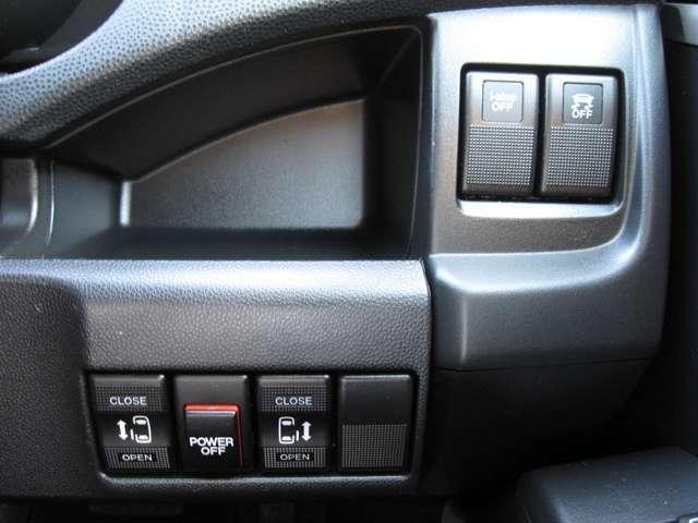両側電動スライドドアは運転席からでも操作が可能です