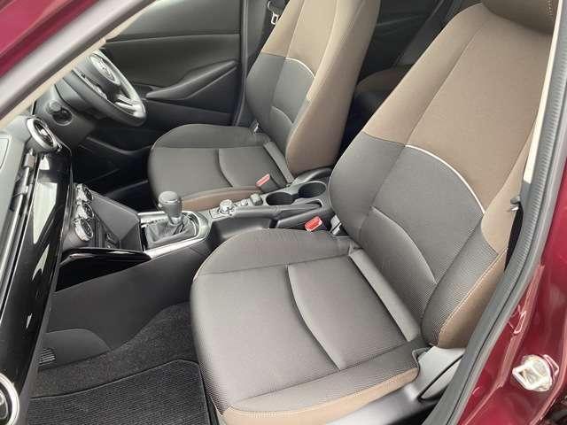 少し硬めの印象のシート。特に長距離ドライブ時の疲れが軽減されます☆