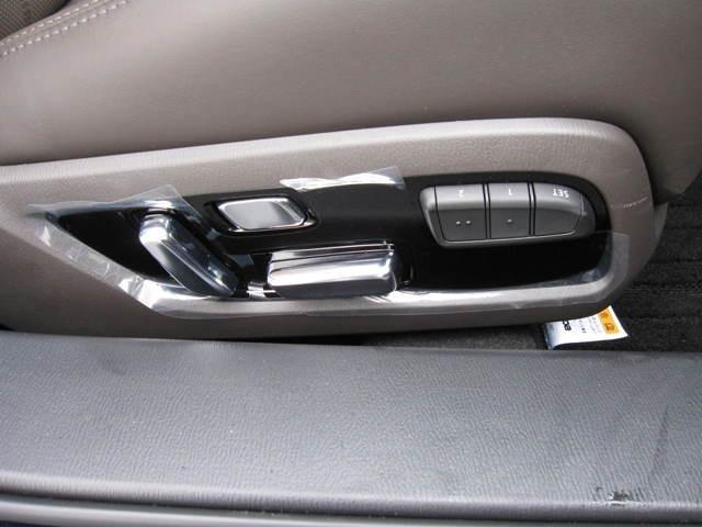 パワーメモリー電動シートがあれば、シートの位置を記憶してくれるから運転交代時に毎回シートを合わせる手間が省けますね!