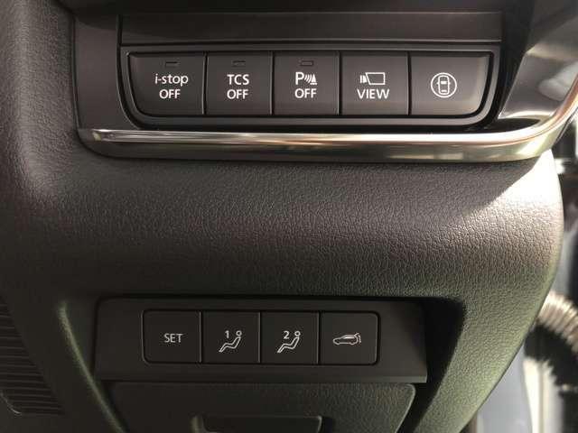 安全装備の切り替えスイッチや、シートメモリーのスイッチ類も分かりやすくまとめられています。