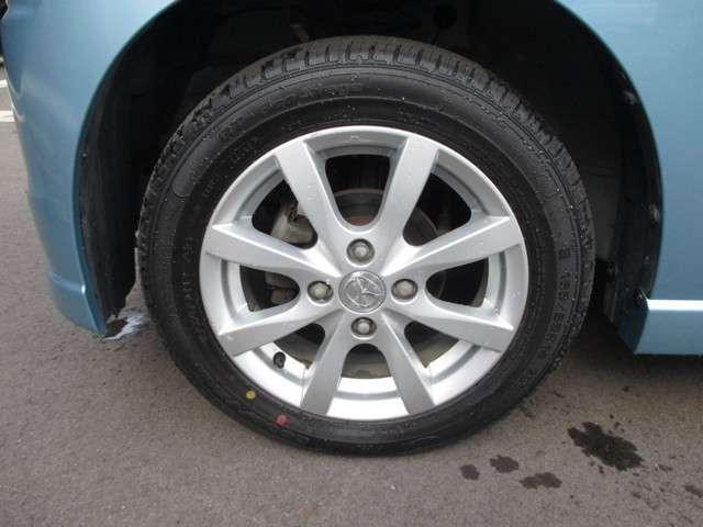 純正14インチアルミホイール、タイヤサイズは155/65R14になります。