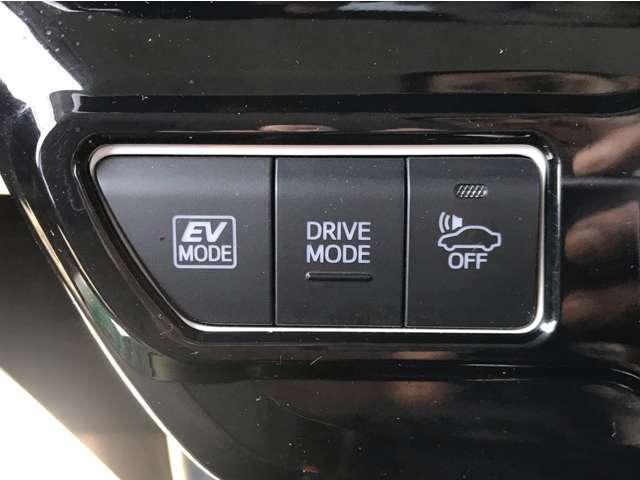 いかに安全に快適にドライブできるか・・・。そんな工夫が窺えるデバイスが惜しみなく搭載されています。